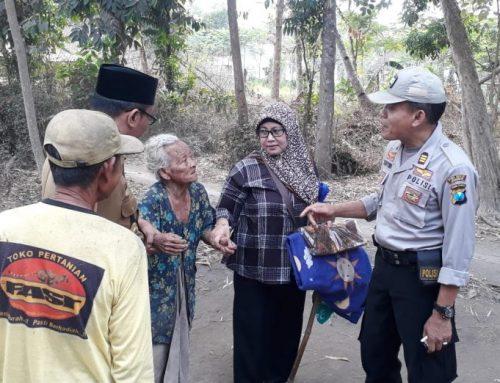 Kisah Menyedihkan Hidup Sebatangkara Memantik Kepedulian Polisi Di Jember Gotong Royong Bantu Nenek Rapik