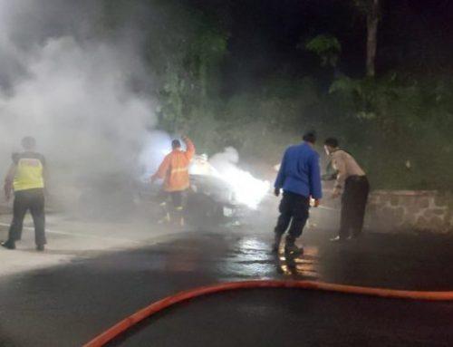 Mobil Terbakar, Jalur Gumitir Macet Selama 2 Jam